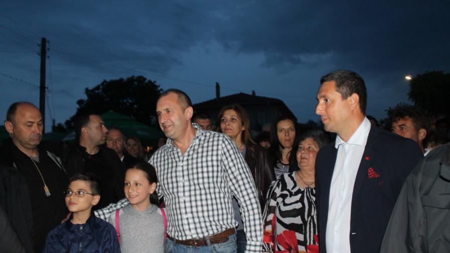 Румен Радев и първата дама на нестинарски празник и в клуб в Бургас