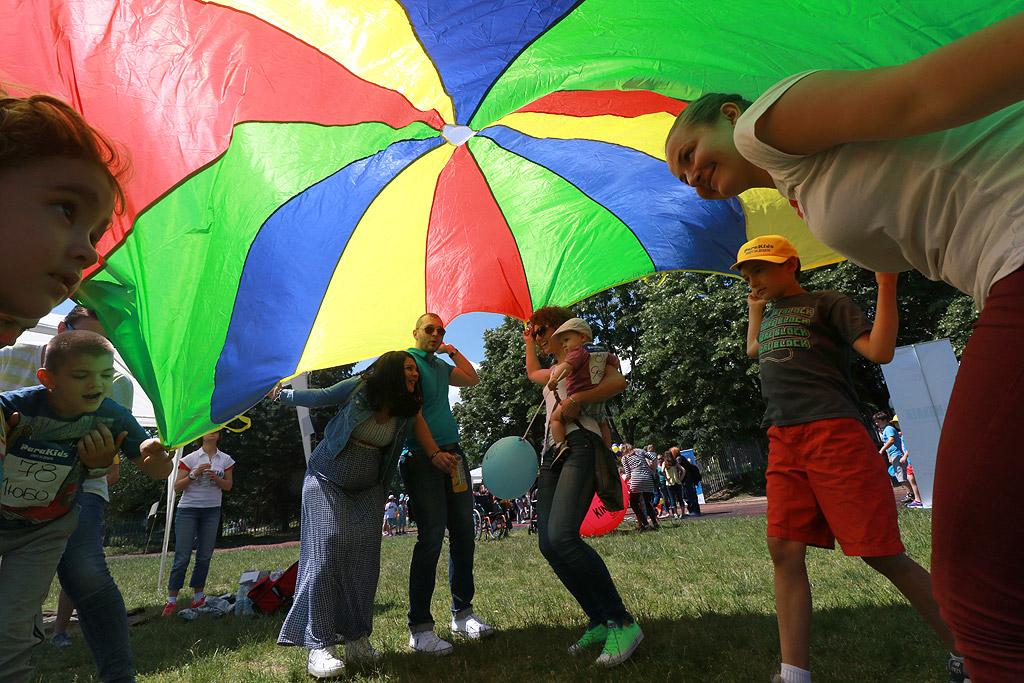 """Сдружение """"ParaKids"""" организира първия си спортен празник """"За всяко дете"""", в който могат да участват всички хлапета, със или без увреждания, да се веселят и да играят рамо до рамо, да карат кънки и ролери, шах за незрящи, щафетни и семейни игри, гимнастика, бягания и куп забавни изненади"""