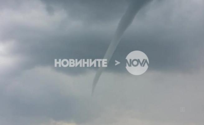 Заснеха смерч край Казанлък