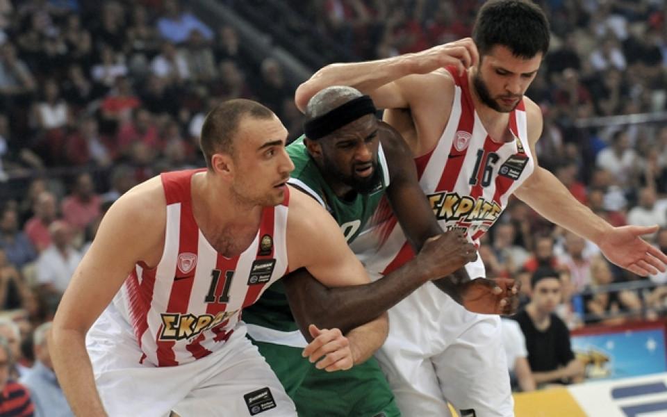 Бесни фенове и евакуация на баскетболния финал в Гърция