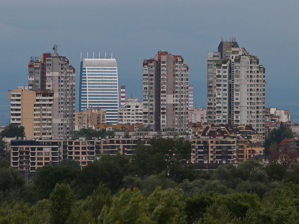 """126-метровата """"Кепитал Форт"""" на фона на блоковете в """"Младост"""". Това е и най-високата сега сграда в София, но ще отстъпи на другата кула от същия комплекс - """"Скай Форт"""". Строителството й започна миналата година."""