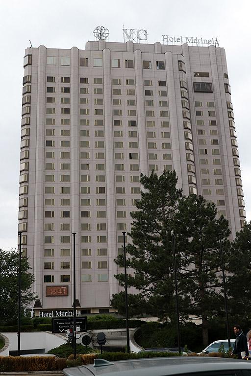 """Хотел """"Маринела"""", известен сред столичани като Японския, е висок почти 100 метра"""