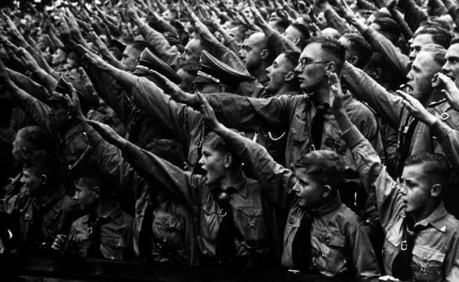 """Хитлеровата младеж или как се създава """"чиста раса"""""""