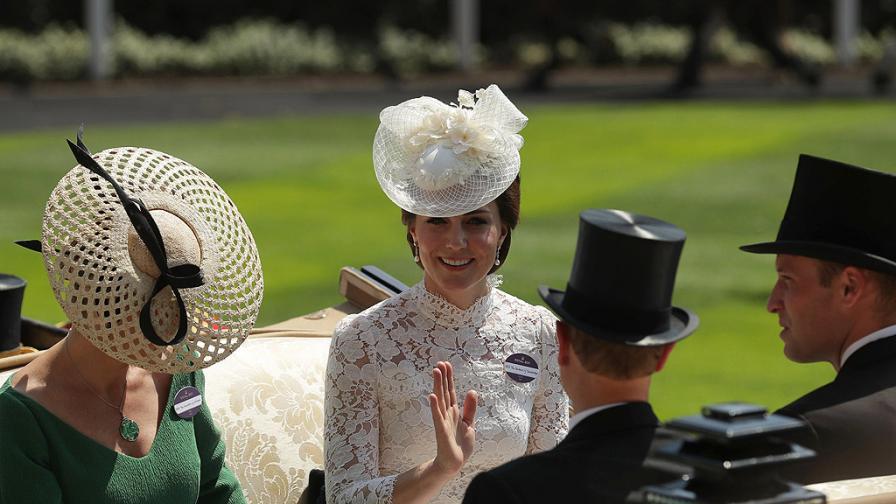 Куриоз: Кейт Мидълтън спаси от падане графиня Софи