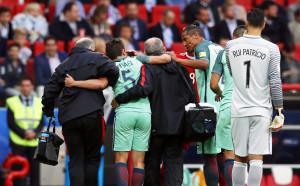 Португалски национал със счупен крак?