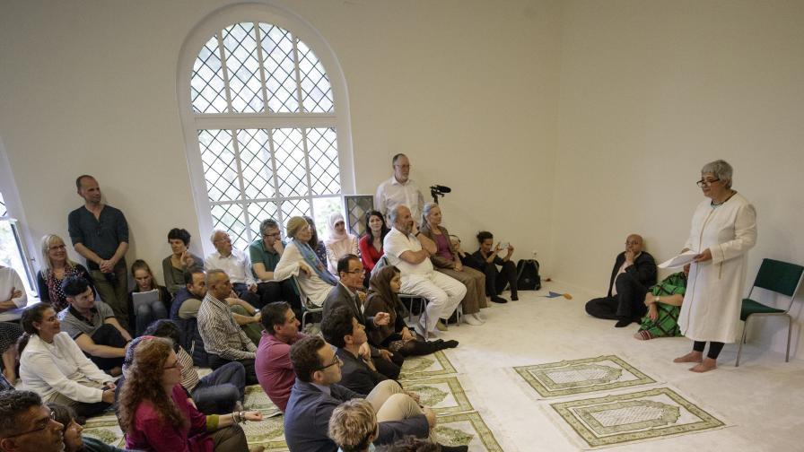 """Откриха първата """"либерална"""" джамия в Германия"""