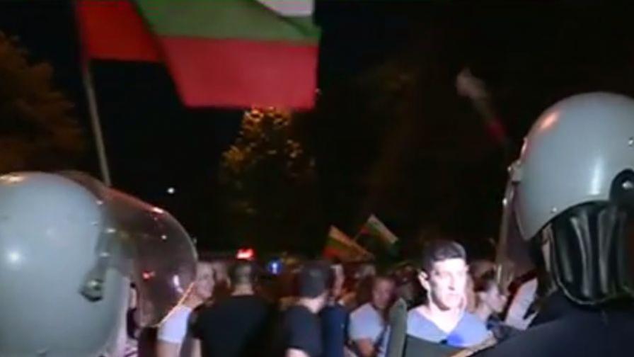 Хиляди се опитаха да стигнат до махалата в Асеновград