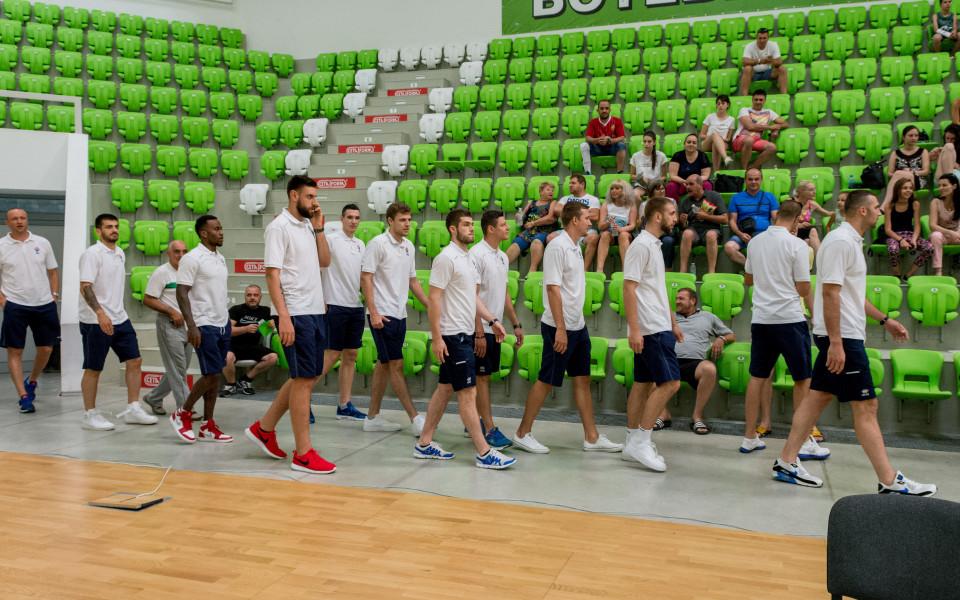 Баскетболистите загряват за първите си контроли
