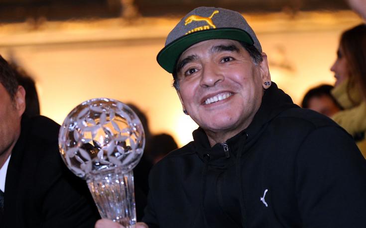 Марадона става почетен гражданин на Неапол, пак се заяде