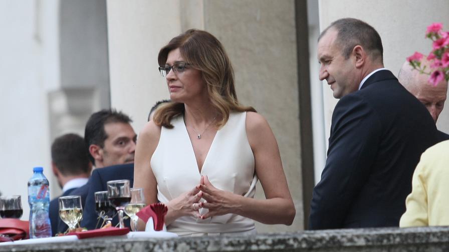 Снимка на Румен Радев и съпругата му предизвика бурни реакции в мрежата
