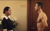 Секси камериерка в хотел сгащи Роналдо по слипове