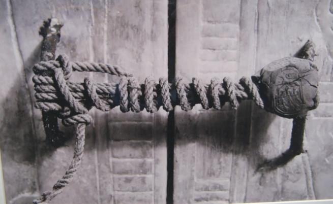 Запечатаната дръжка на последния саркофаг на младия фараон