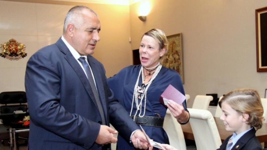 Княгиня Калина и Симеон-Хасан получиха от Борисов БГ паспорти