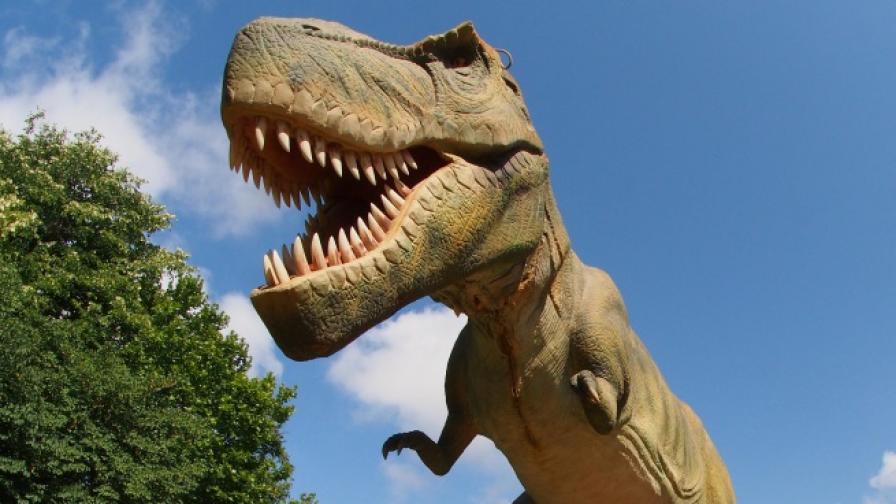 Рев на динозаври огласи Морската градина във Варна