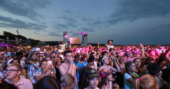 Близо 30 000 зрители изпълниха южния плаж на Варна за