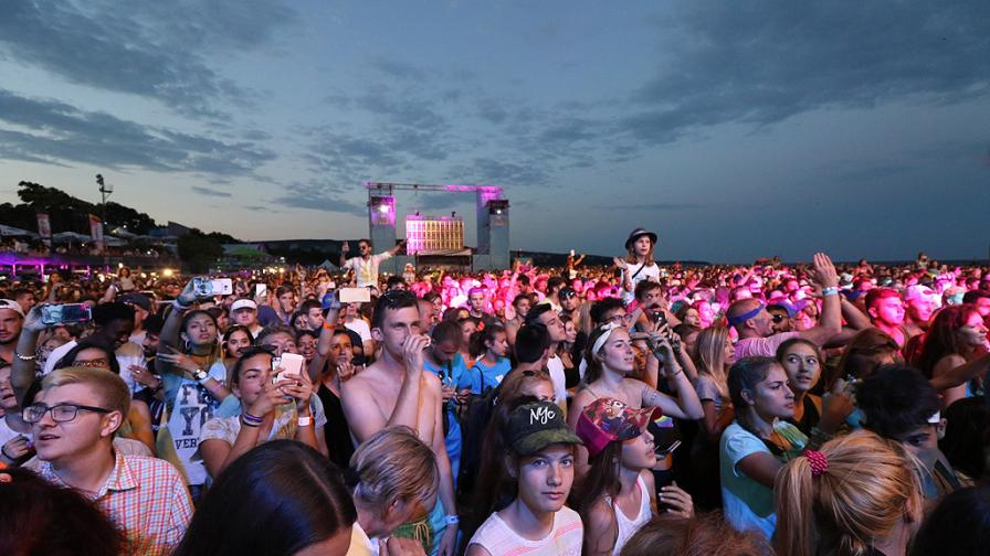 30 000 на брега на морето за MTV Presents