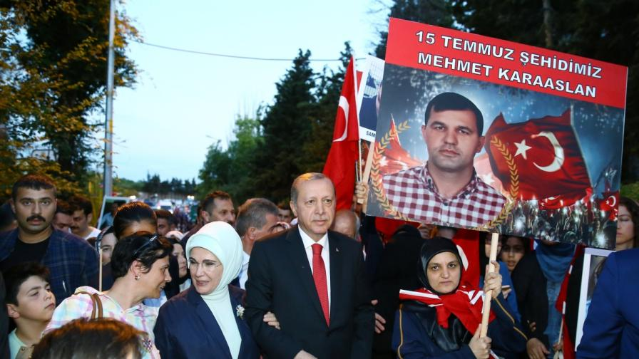 Ердоган с кърваво обещание на годишнината от преврата