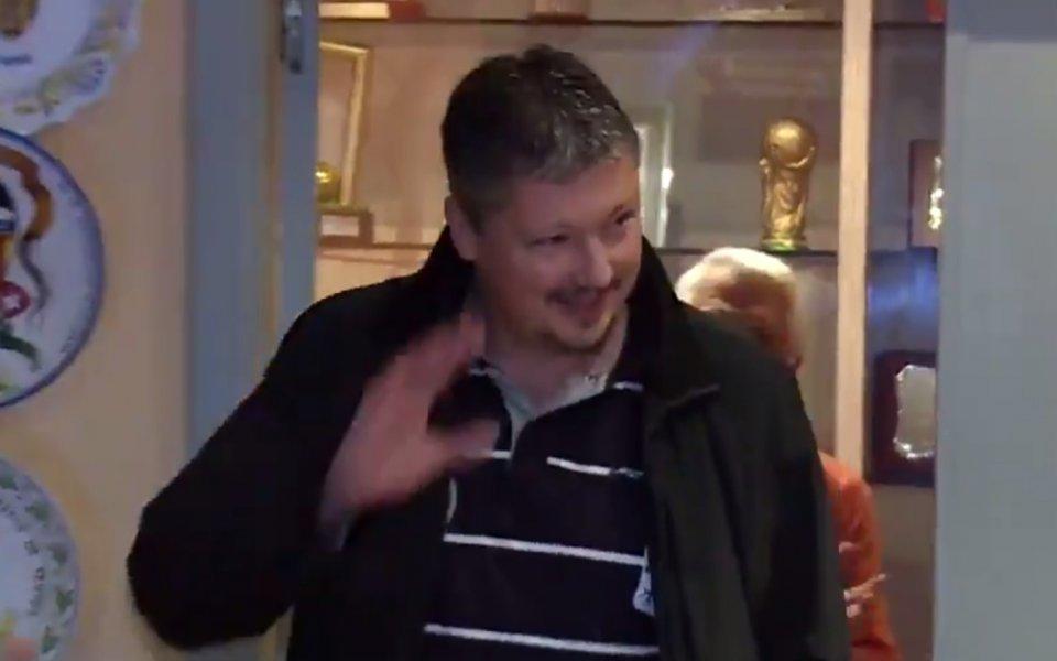 Посрещнаха Любо Пенев с бурни аплодисменти във Валенсия