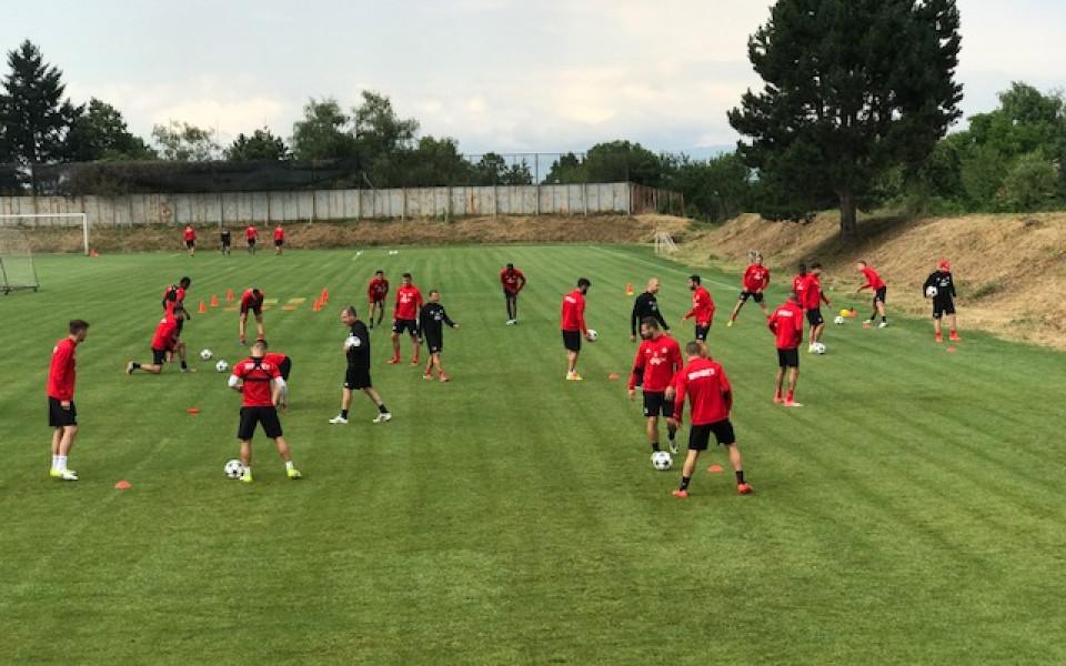 ЦСКА се готви за Лудогорец, Недялков тренира на пълни оборити