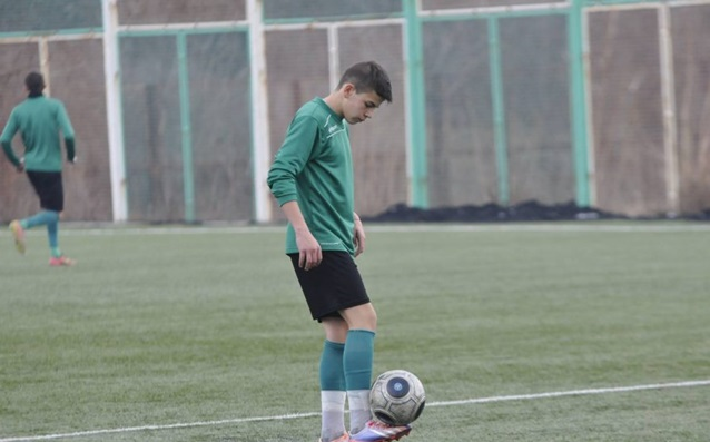 Трети играч от школата на Берое на проби в Лестър