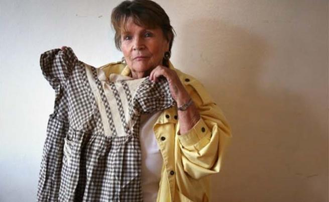 Рей Анн показва роклята, с която е била продадена като дете. Това е единственият предмет, който има от живота си с биологичната си майка.
