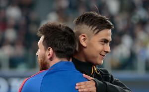 Меси приканва Дибала да облече каталунската фланелка