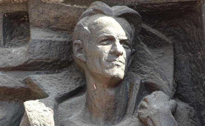 Паметникът на Никола Вапцаров в Благоевград