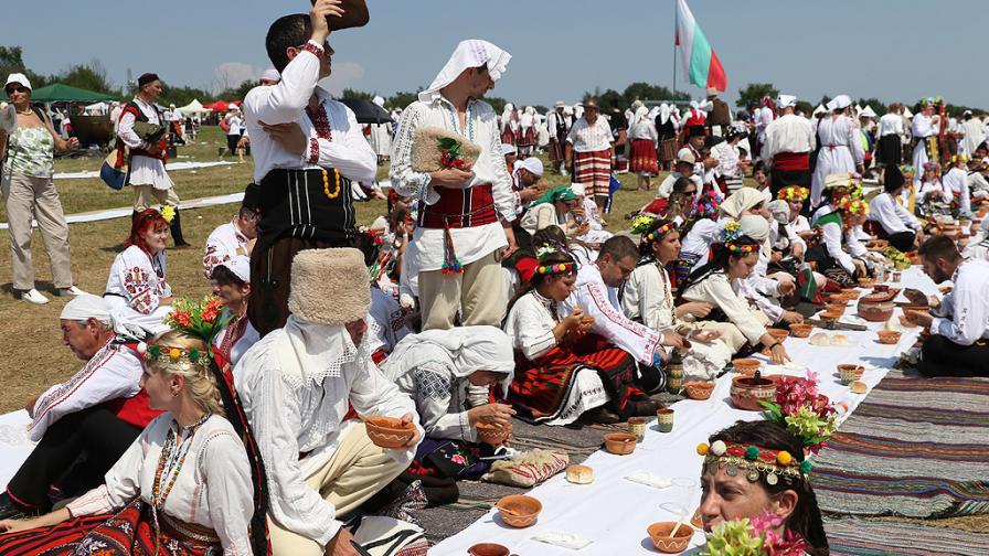 Българска сватба с 4 хил. гости в Арбанаси - снимки