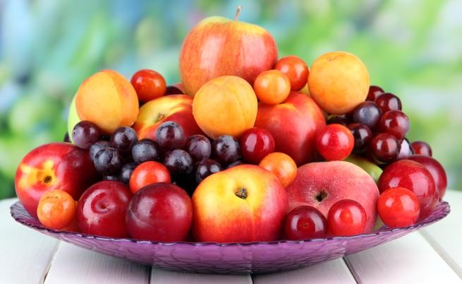 Яжте плодовете цели, а не на сок. Целите плодове съдържат много повече полезни вещества, за сметка на тези, които превърнете на сок. Опитайте се за един ден да изядете пет ябълки, а не на един път, но направени на сок. Тялото ще приеме полезните вещества много по-добре.