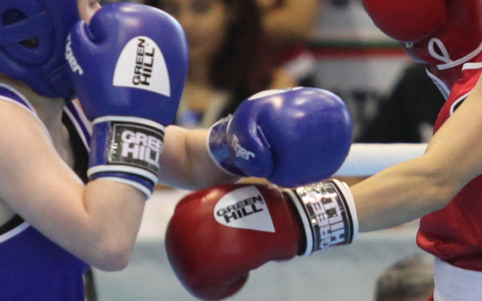 Победа и загуба за боксьорите ни в Албена
