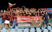 Над 100 български фенове на Милан окупираха Турну Северин