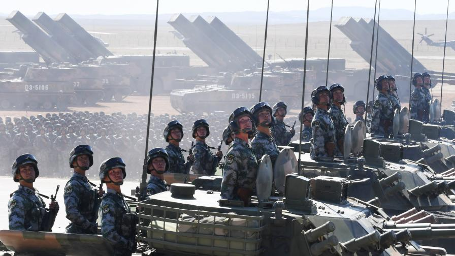 Защо Индия и Китай струпват армия на границата си