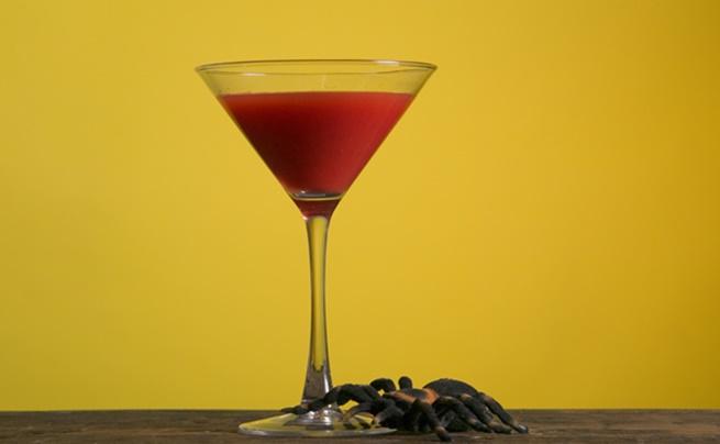 Коктейли и бира. Разрешаваме само по един, само през лятото. През зимата заложете на червеното вино. По-малко захар и повече полезно действие.