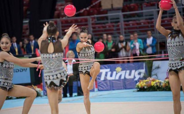 Български ансамбъл по художествена гимнастика източник: facebook.com/BulgarianRhythmicGymastic