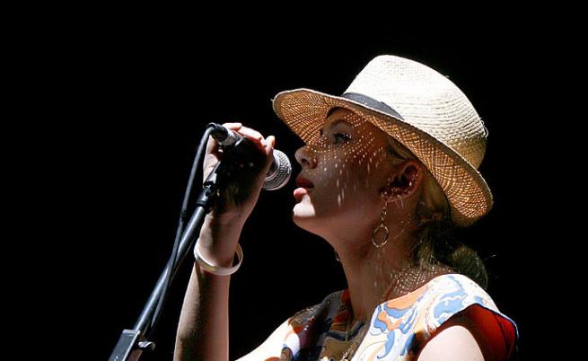 Йохансон пее заедно с The Jesus And Mary Chain на фестивала Coachella 2007.