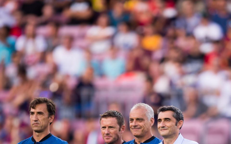 Барселона представи състава с много неизвестни