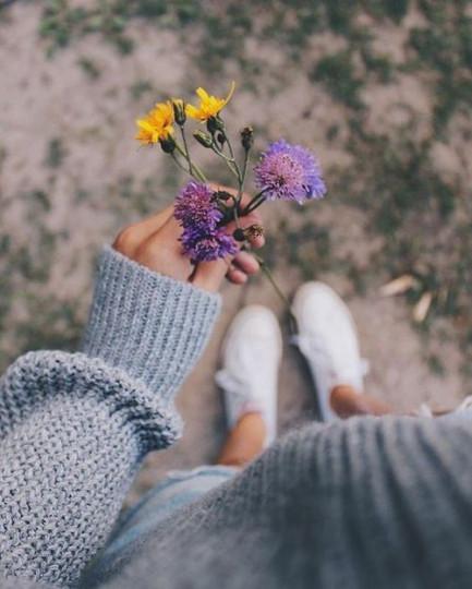 <p>&bdquo;Човек може да обича и да не е щастлив, може да е щастлив, без да обича, но да обича и да бъде щастлив &ndash; това би било истинско чудо.&quot;</p>