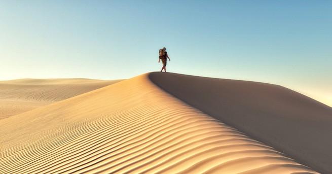 Мик Омън, 55 г., се оказва сам в пустинята в