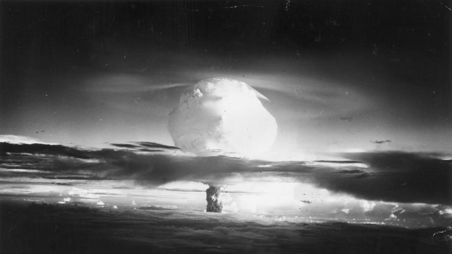 1952, контролиран взрив на водородна бомба в атола Ениветок.