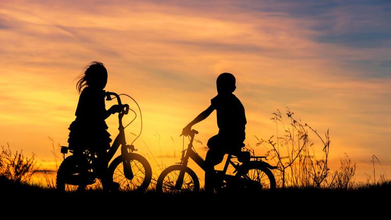 деца лято колела