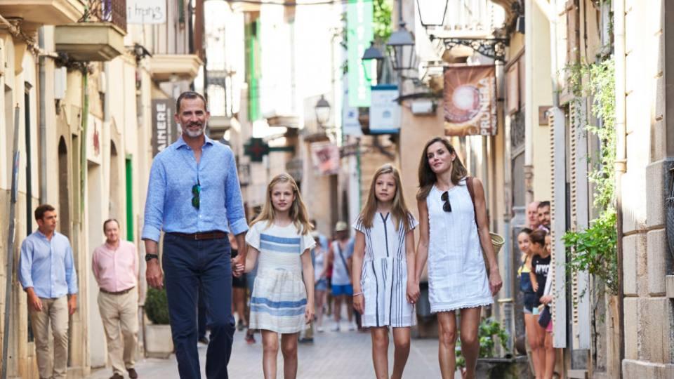 Кое е кралското семейство, което засенчи очарованието на Уилям и Кейт