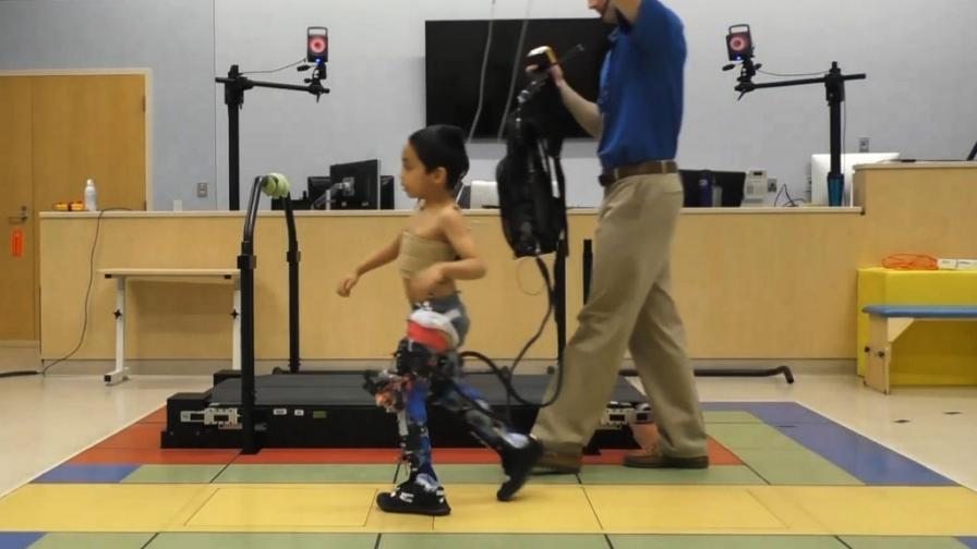 Екзоскелет помага на деца с церебрална парализа да ходят