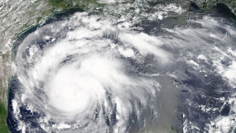 САЩ се готвят за най-мощния ураган от 12 години насам