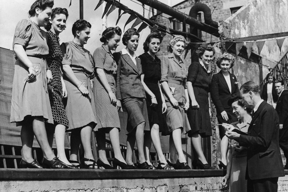17 август 1943 г.: Конкурс за най-красиви глезени в Лондон, Англия.