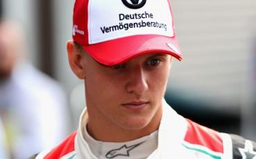 Мик Шумахер ще замести баща си в дуото с Фетел в Състезанието на шампионите