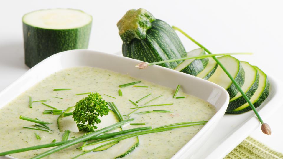Крем супа от тиквички с босилек