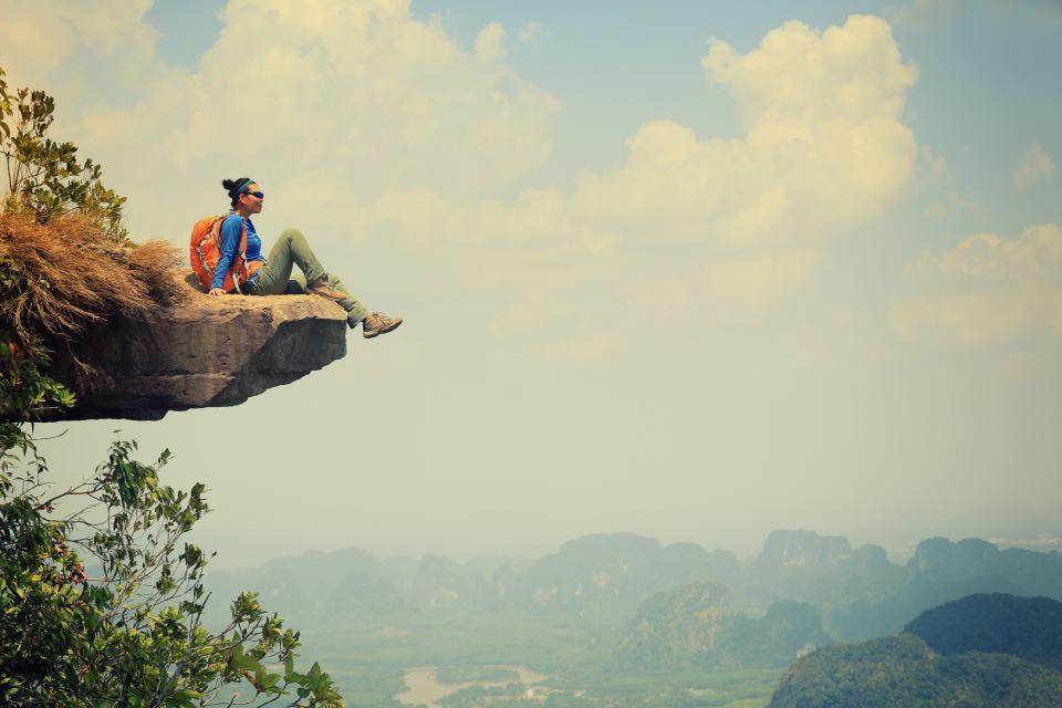 Жена планина спокойствие турист