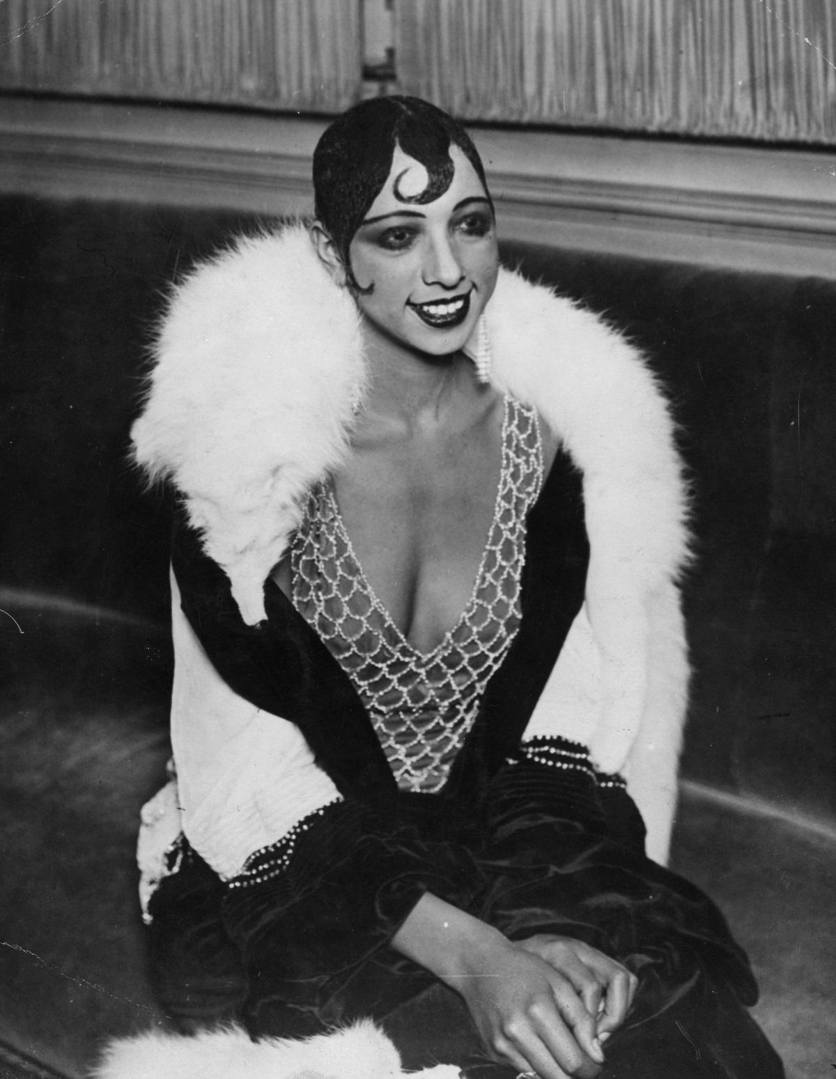"""Джозефин Бейкър - Световноизвестната американско-френска танцьорка и певица влиза през 1960 г. в масонската ложа Nouvelle Jerusalem. Въпреки че според статута на английската Велика ложа масонството е чисто """"мъжка територия"""", във Франция възникват ложи, в които право на членство имат и жени. По-късно се основават и чисто женски масонски ложи. Днес в Германия има общо 27 такива ложи."""