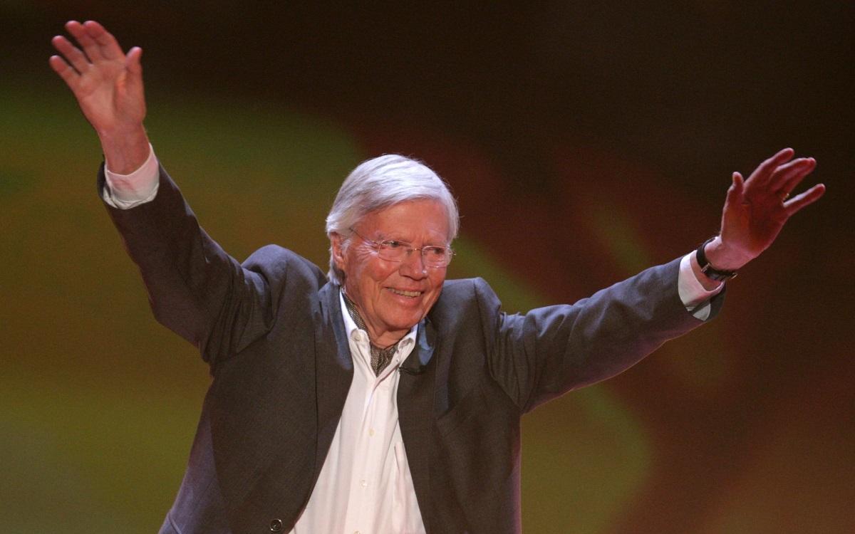 """Карлхайнц Бьом - Австрийският актьор от германски произход е бил член на мюнхенската масонска ложа Zur Kette. Бьом е известен по цял свят като основател на фондацията """"Хора за хората"""", която подпомага нуждаещи се в Етиопия на принципа """"Помощ за самопомощ"""". През 1986 г. Карлхайнц Бьом е удостоен с хуманитарната награда на германските масони."""