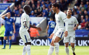 Челси си направи мача труден, но записа трета поредна победа